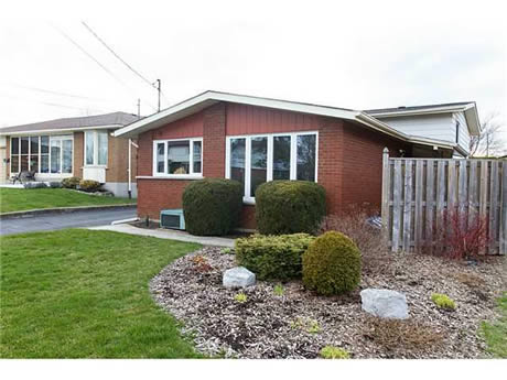 Just Listed - 38 Rideau Cr in Hamilton